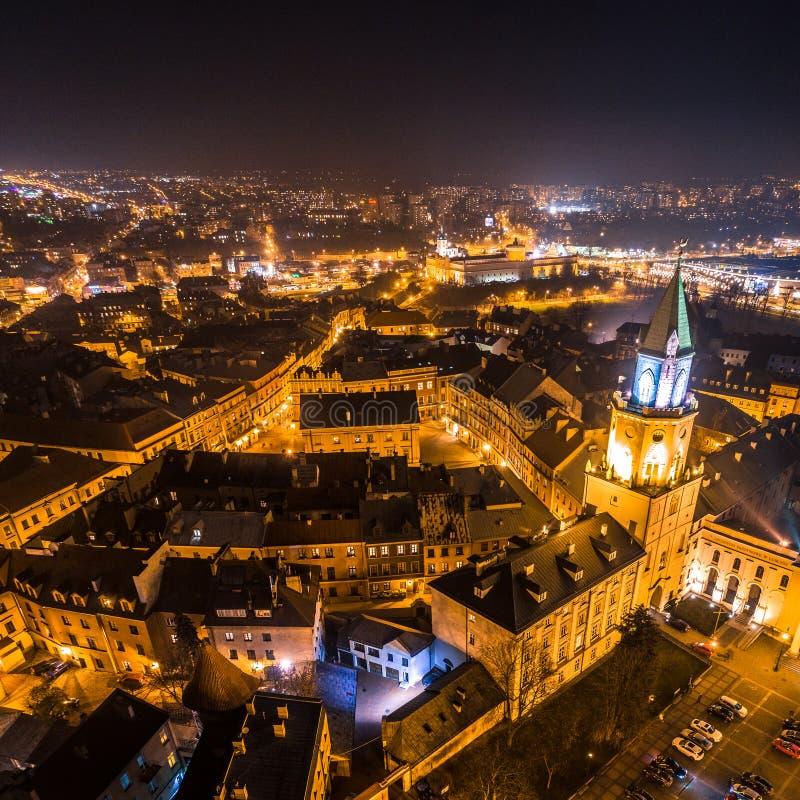 Het hart van de 's nachts stad stock afbeeldingen