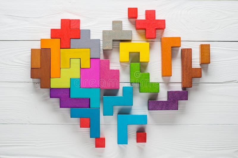 Het hart van kleurrijke houten vormen, hoogste vlakke die mening wordt gemaakt, legt royalty-vrije illustratie