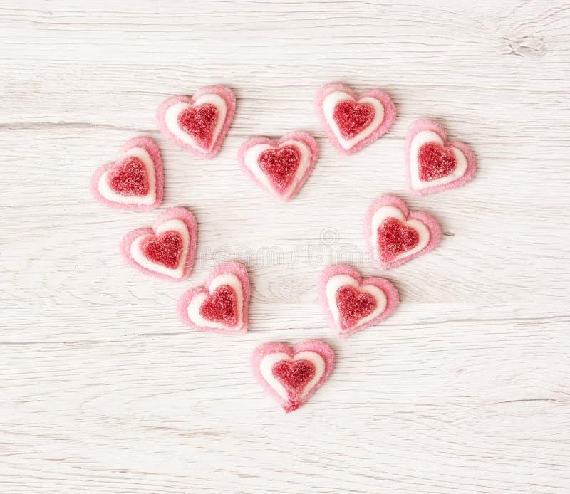 Het hart van Valentine van zoet roze gomsuikergoed wordt gemaakt, DA dat van Valentine stock fotografie