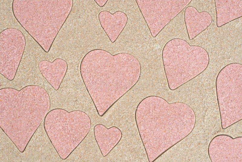 Het hart vormt patroontekening in zand royalty-vrije stock foto