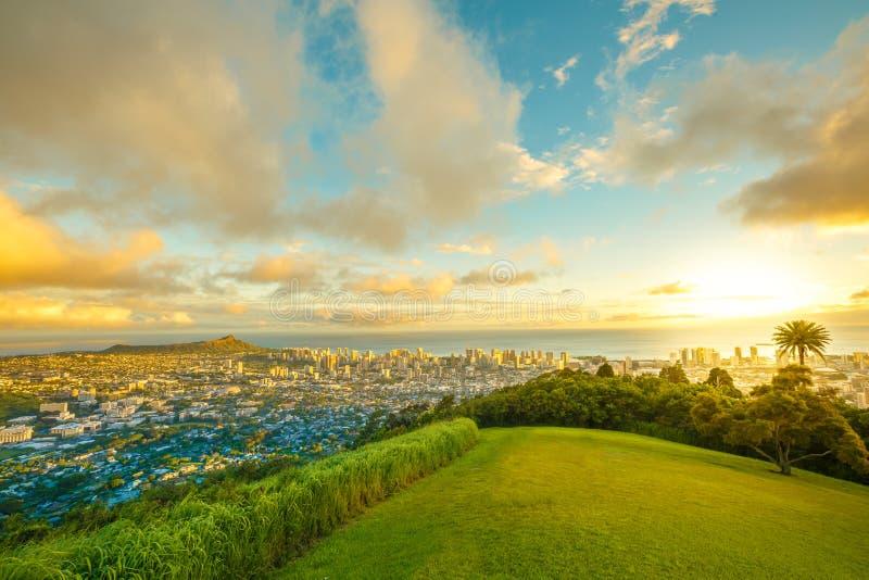 Het Hawaiiaanse Vooruitzicht van zonsondergangtantalus stock foto's