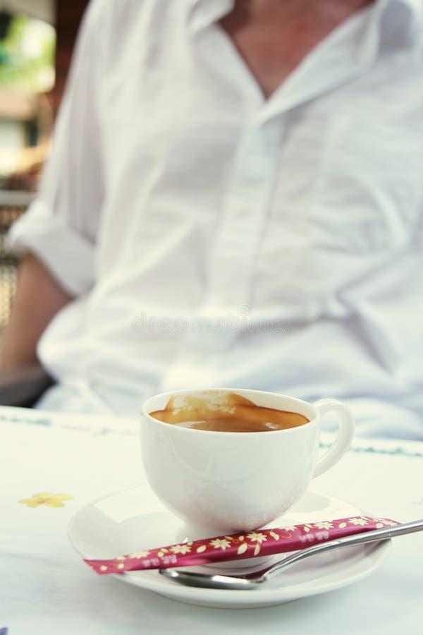 Het hebben van een goede koffie royalty-vrije stock foto