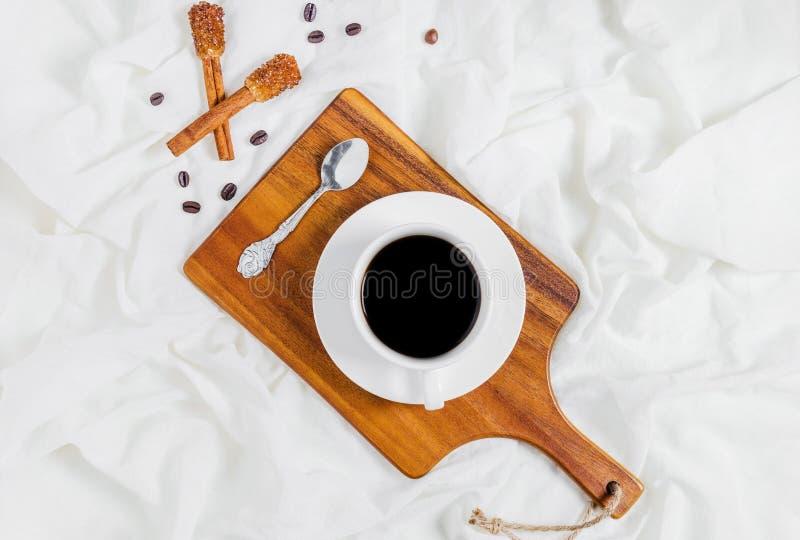 Het hebben van een kop van koffie royalty-vrije stock fotografie