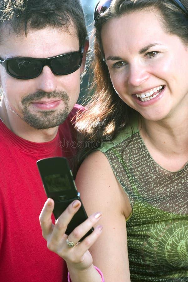 Het hebben van pret met mobiel royalty-vrije stock afbeeldingen