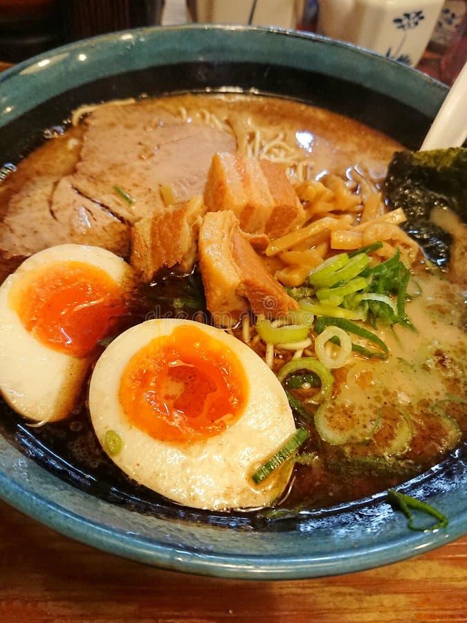 Het heerlijke Japanse varkensvlees ramen met ei royalty-vrije stock afbeeldingen