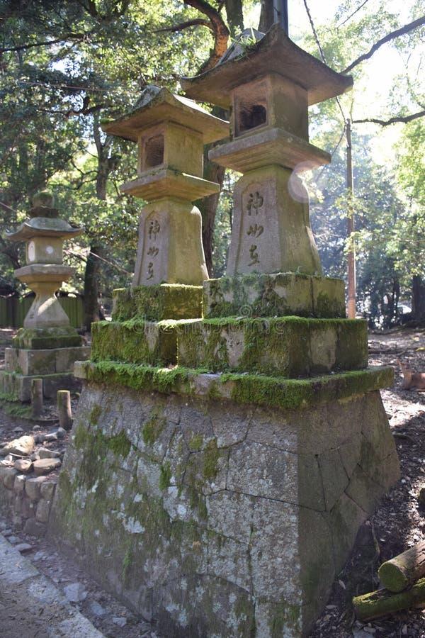 Het Heiligdom Nara, Japan van Kasuga Taisha van steenlantaarns stock foto