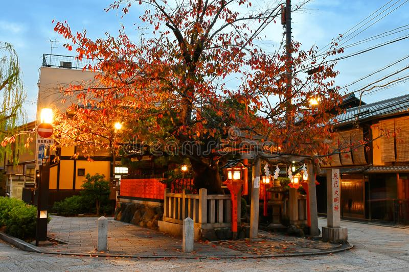 Het Heiligdom van Tatsumidaimyå  jin in Gion Shirakawa District van Kyoto stock foto