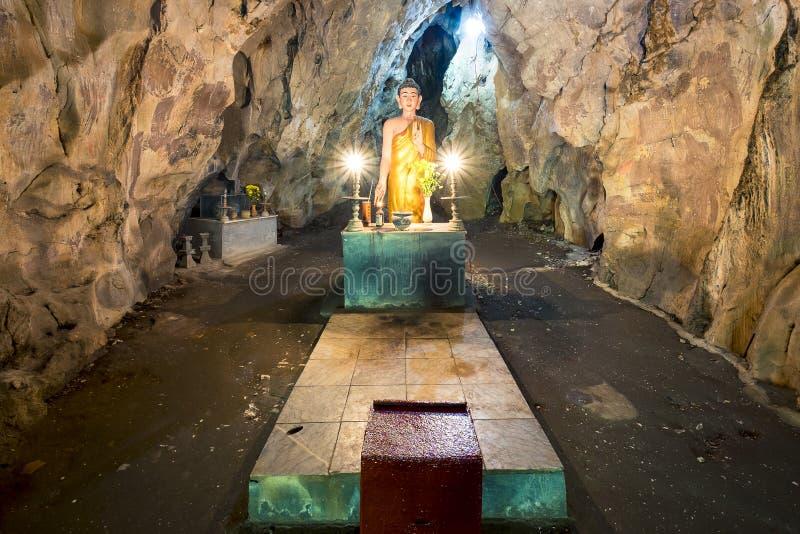 Het heilige standbeeld van Boedha royalty-vrije stock foto's