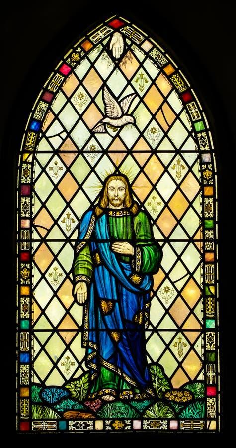 Het heilige Venster van het Drievuldigheidsgebrandschilderde glas royalty-vrije stock fotografie