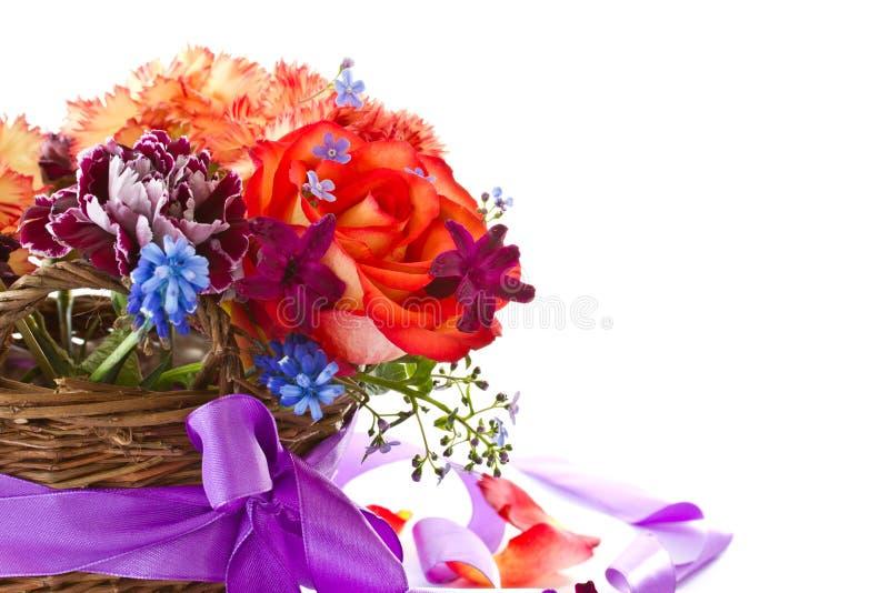 Het heldere boeket van rozen en de lente bloeit royalty-vrije stock afbeeldingen