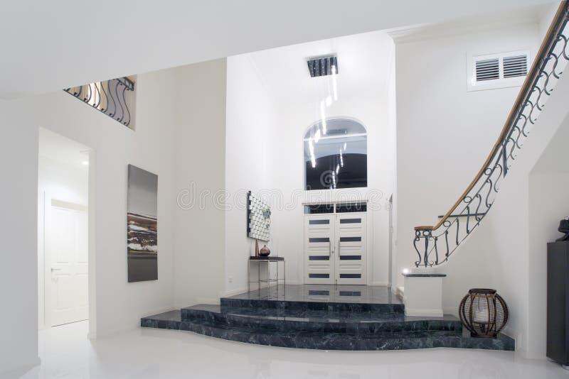 Het herenhuisingang van de luxe stock afbeelding