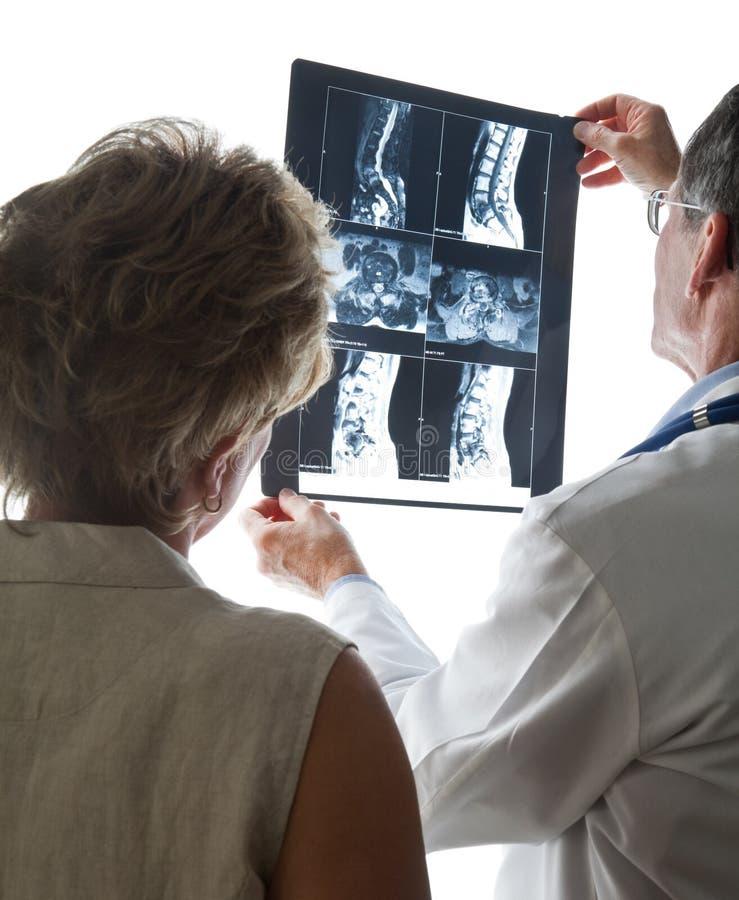 Het herzien Aftasten MRI met Patiënt stock foto's