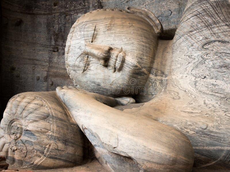Het het doen leunen cijfer van Boedha in Gal Vihara, Polonnaruwa, Sri L stock foto