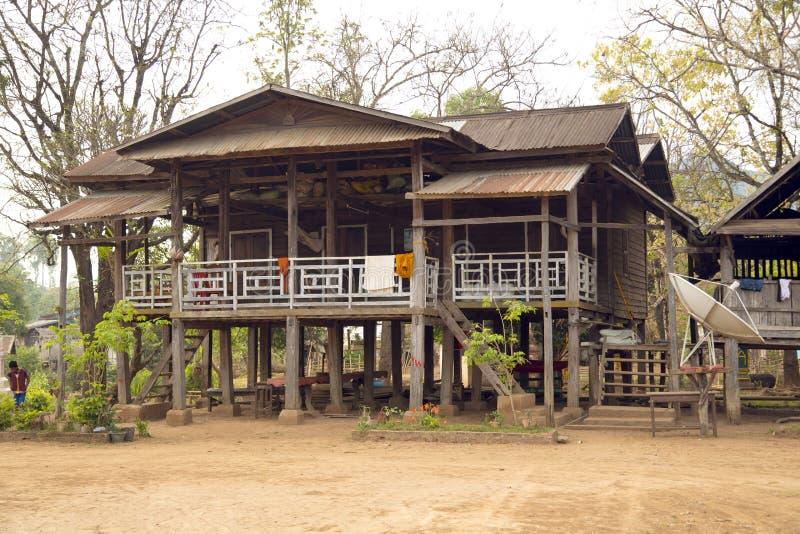Het het dorpsleven van Laos rond koffie geplant Bolaven-Plateau, Pakse, Laos stock foto