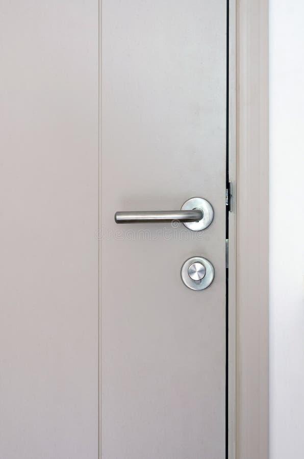 Het het moderne handvat en slot van de stijldeur royalty-vrije stock foto