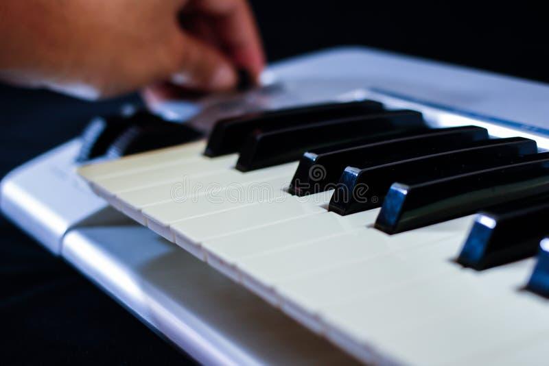 Het het toetsenbordcontrolemechanisme van Midi stock afbeelding