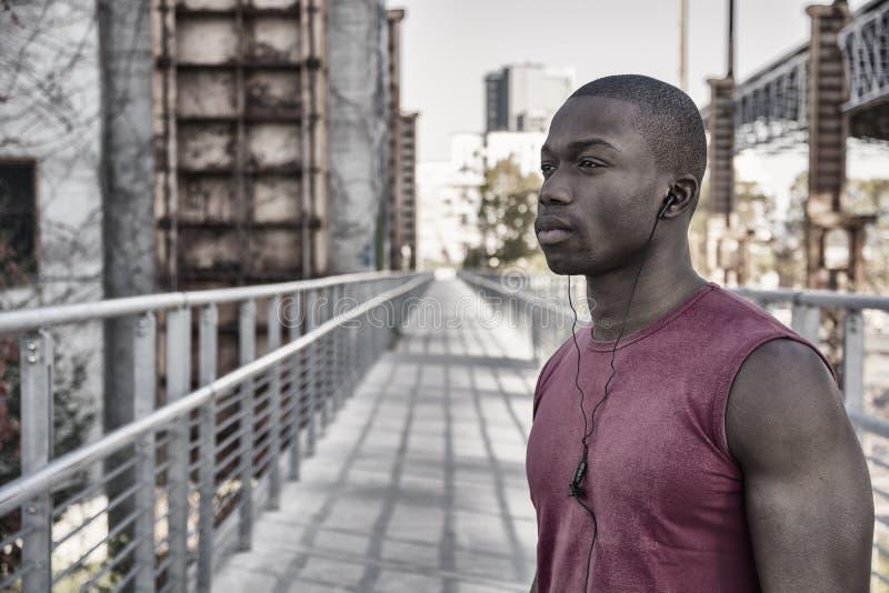 Het hete bleekgele zwarte mens stellen royalty-vrije stock afbeelding