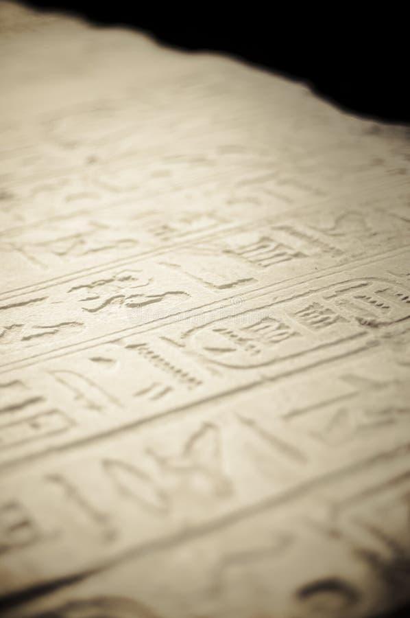 Het hiëroglyfische schrijven in Karnak, Egypte. royalty-vrije stock afbeeldingen