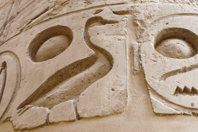 Het hiëroglyfische schrijven in Karnak, Egypte. stock afbeelding