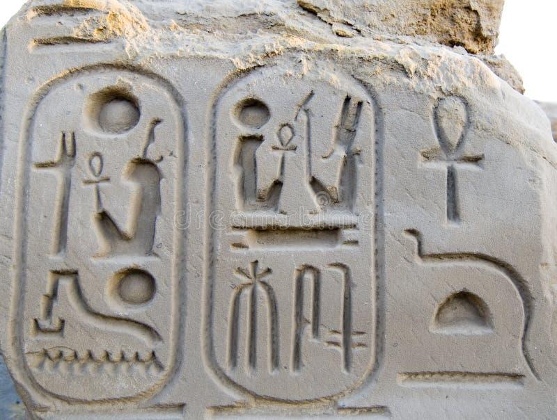 Het hiëroglyfische schrijven met de cartouche van Koningen, Karnak stock afbeelding