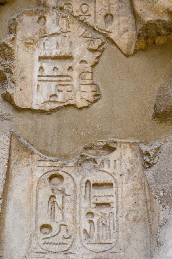 Het hiëroglyfische schrijven met de cartouche van Koningen, Karnak, royalty-vrije stock afbeelding