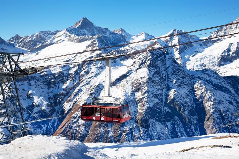 Het hijstoestel van de berg in Zwitserland stock afbeelding