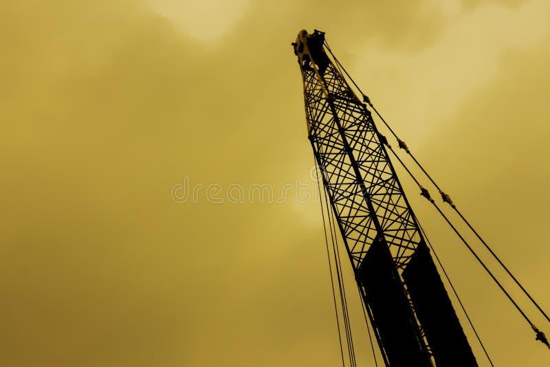 Het hijstoestel van de silhouetlevering in industriële toepassingen wordt gebruikt die royalty-vrije stock fotografie