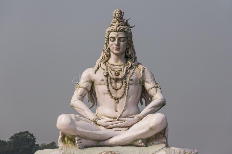 Het Hindoese beeldhouwwerk van godsshiva in Rishikesh stock afbeeldingen
