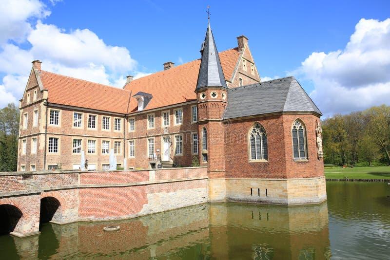 Het historische Kasteel Huelshoff in Westfalen, Duitsland stock foto