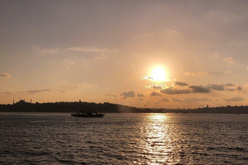 Het historische schiereiland is gekend als belangrijk toeristengebied voor Istanboel stock afbeeldingen