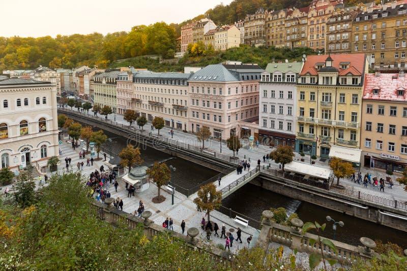 Het historische stadscentrum van de kuuroordstad Karlovy varieert (Carlsbad) royalty-vrije stock fotografie