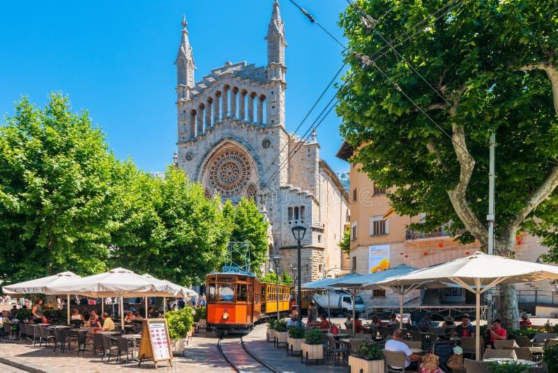 Het historische Tram drijven in Straat van Soller Mallorca Spanje stock fotografie