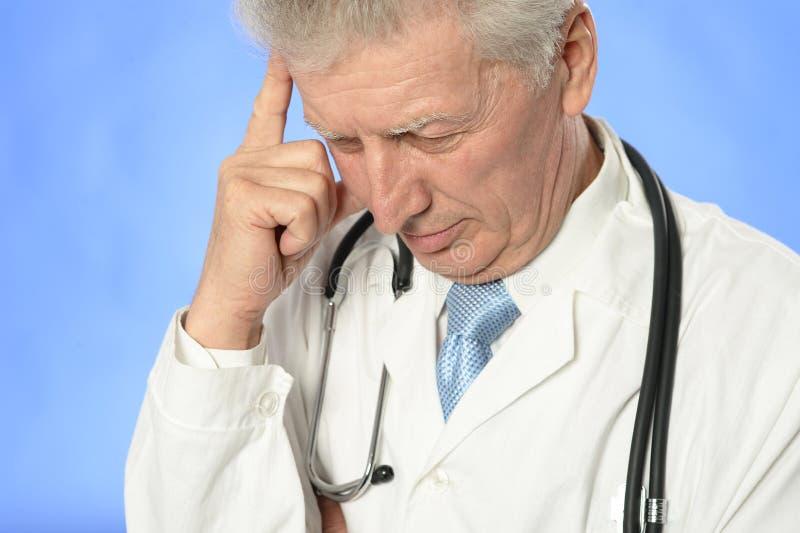 Het hogere arts denken royalty-vrije stock fotografie