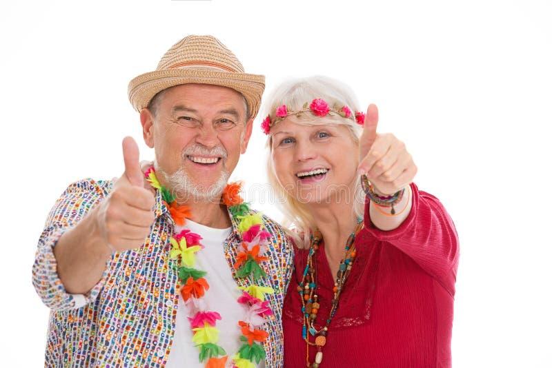 Het hogere paar kleedde zich als een hippie royalty-vrije stock foto's