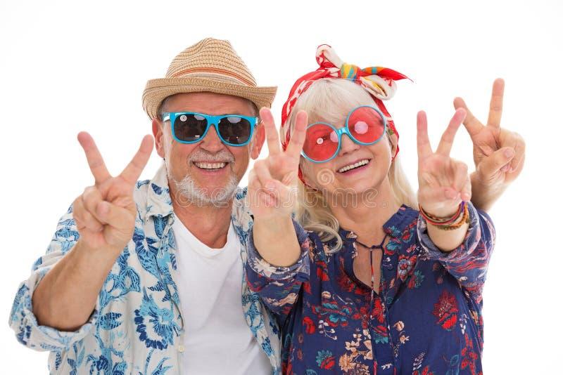 Het hogere paar kleedde zich als een hippie royalty-vrije stock foto