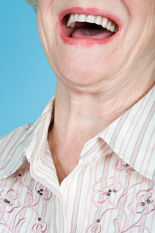 Het hogere volwassen vrouw lachen stock afbeeldingen