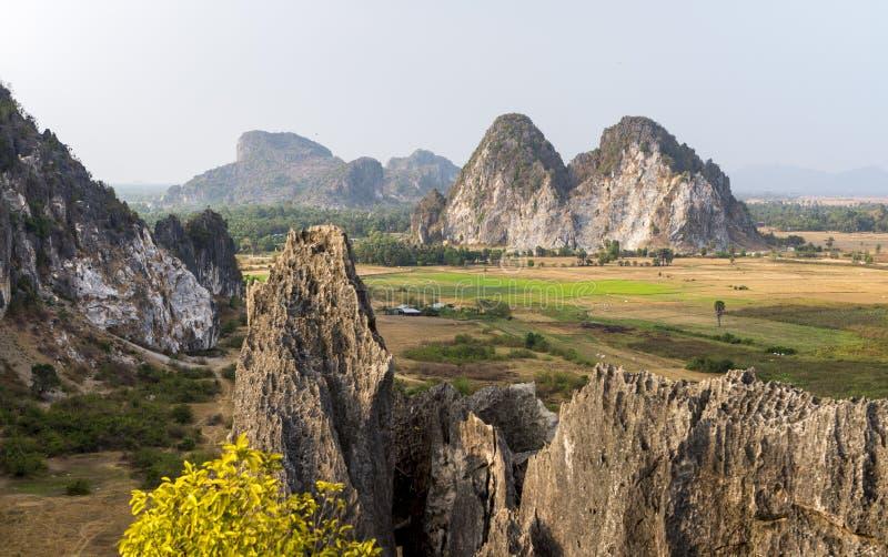 Het Hol van Phnomkampong Trach, Kep-provincie Kambodja brengt 2016 in de war stock afbeeldingen