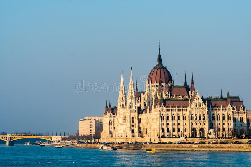 Het Hongaarse Parlement bij dag Boedapest Één van de mooiste gebouwen in het Hongaarse kapitaal royalty-vrije stock foto