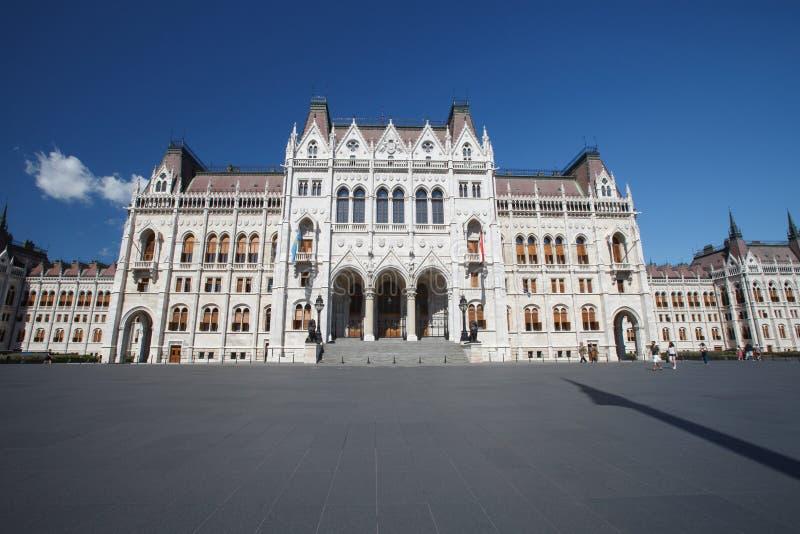 Het Hongaarse Parlement bij dag Boedapest Één van het meest beaut royalty-vrije stock afbeelding