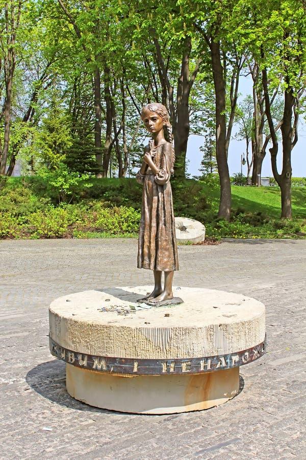 Het hongerige monument van het meisjesbrons van gedenkteken aan Slachtoffers van Hongersnood, Kyiv royalty-vrije stock fotografie