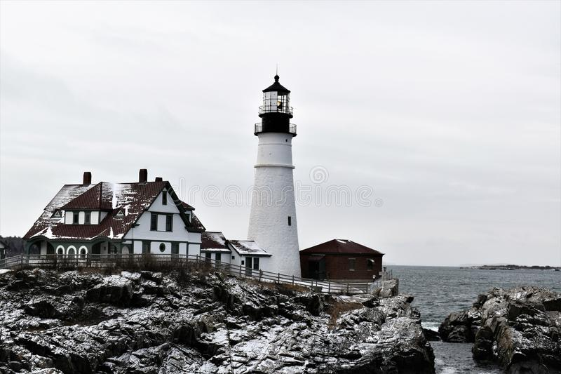 Het Hoofd Lichte en omringende landschap van Portland op Kaap Eiizabeth, de Provincie van Cumberland, Maine, Verenigde Staten New stock afbeelding