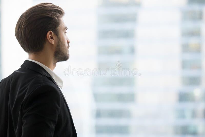 Het hoofd schoot profielportret van succesvolle zekere zakenman stock afbeeldingen