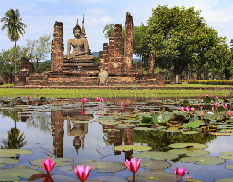 Het hoofd Standbeeld van Boedha in historisch park Sukhothai stock afbeeldingen