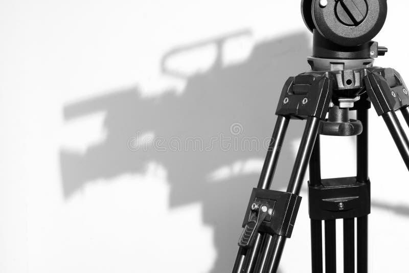 Het Hoofd van de driepoot en de Schaduw van de Camera in de studio van de Televisie stock foto's