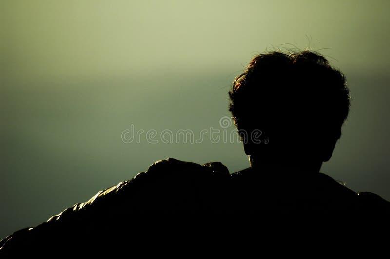 Het hoofd van de mens op bergen royalty-vrije stock fotografie