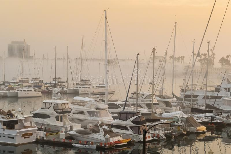 Het hoofdkanaal van mistige Marina del Rey royalty-vrije stock afbeelding