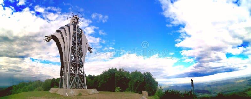 Het hoogste beeldhouwwerk in Lupeni, Harghita, Roemenië stock afbeelding