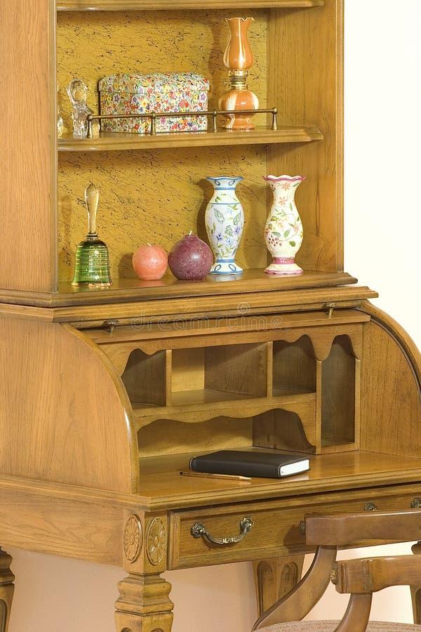 Het hoogste bureau van het broodje met konijnehok   royalty-vrije stock fotografie