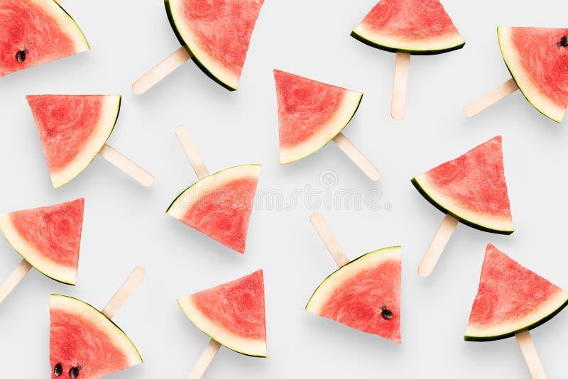 Het hoogste die roomijs van de meningswatermeloen op witte achtergrond wordt geïsoleerd klem stock foto's