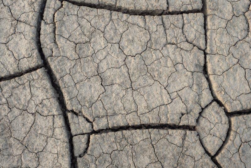 Het hoogste menings droge grond barsten De natuurlijke droge grondtextuur, als thema heeft dor gebied royalty-vrije stock foto